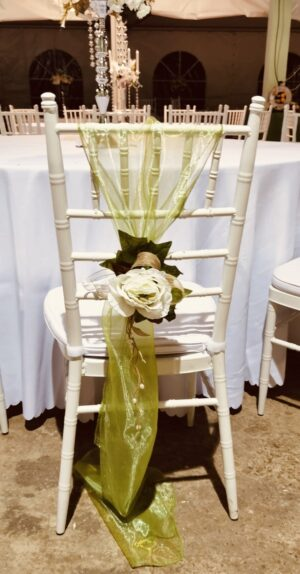 Dekoracija stolica sa real touch cvećem Š664